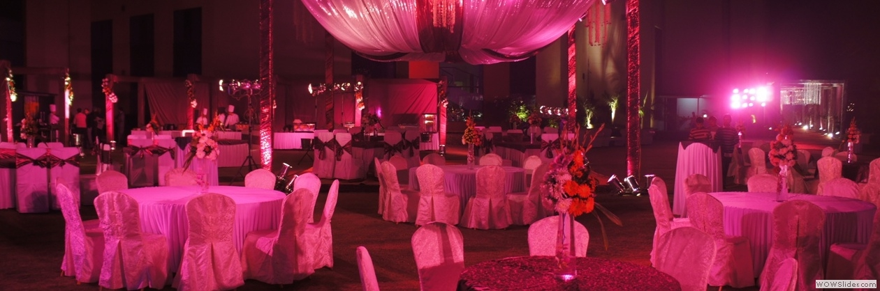 A Spacious Party Lawn at Hotel Bravura